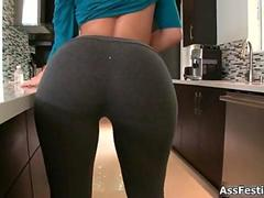 Big booty babe in yoga pants loves film