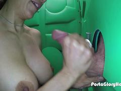 Porta Gloryhole  Woman wants cum in her mouth