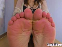 Toes curling ts teasing with her prettyfeet