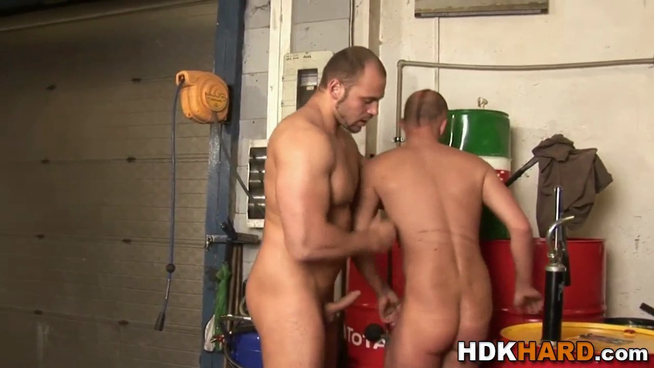 Musc.ly Porn gay muscly guy rides cock