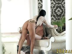 Gobbling babe analized