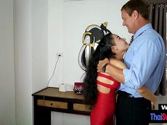 Tiny amateur Thai hotwife cheating and gets barebacked