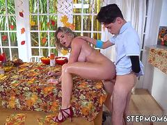 Mom and associates friend 3d animation xxx Gobble On The Pussy Not The Pie