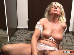 Sexy MILF is looking for some attention